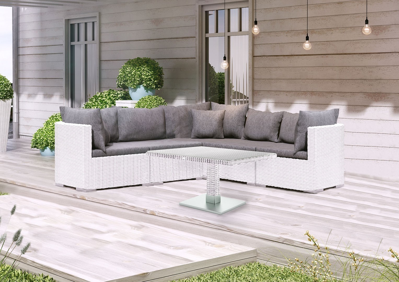 Białe meble ogrodowe – piękny, romantyczny taras