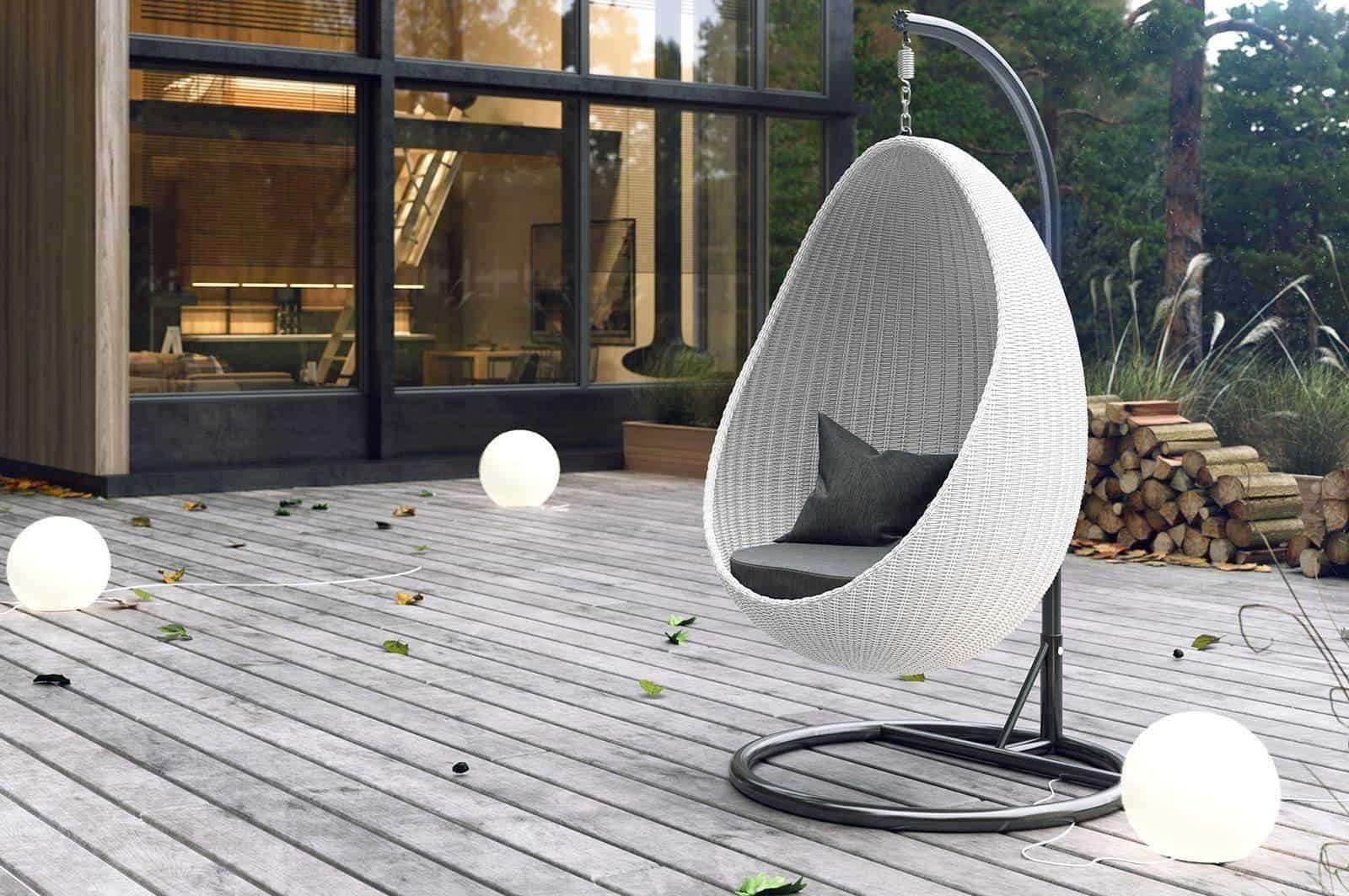Fotel wiszący biały – najmodniejsze meble do ogrodu